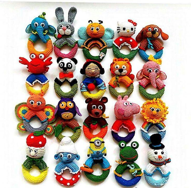 Hiermee kunnen de kindjes schudden, zien dat er verschillende kleuren zijn en verschillende vormen, die je dan benoemen.
