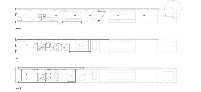На вопрос, как дом шириной всего 2,3 может вмещать в себя большую кухню, столовую, гостиную, гардеробную, кабинет,  две спальни, два санузла и несколько подсобных помещений, ответили архитекторы из студии Alma-nac.