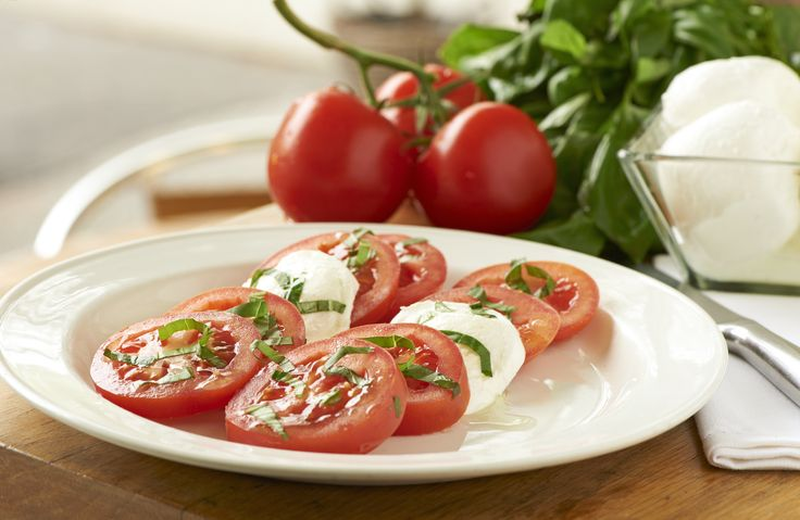 tomatoe, mozzarella and basil salad