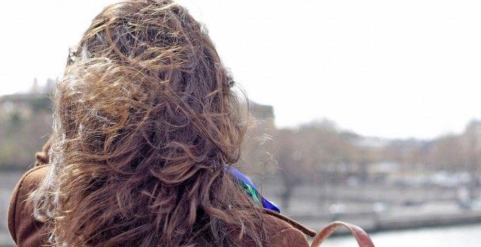 Démêler naturellement ses cheveux. (http://www.autourdunaturel.com/demeler-ses-cheveux-naturellement/)