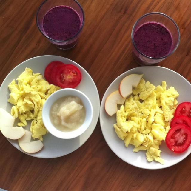 Wildrose cleanse food Day 2-scrambled eggs with roasted garlic and rosemary, sliced organic tomatoes, sliced pear, side of apple sauce. Frozen blueberries, fresh strawberry, almond milk smoothie with cinnamon.