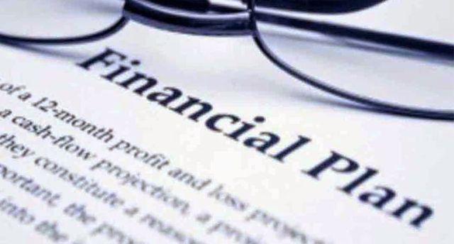 tips mengatur keuangan yang baik bisa dengan mencoba memilah-milah keuangan sesuai dengan kebutuhan ataupun sesuatu yang bersifat investasi masa depan.