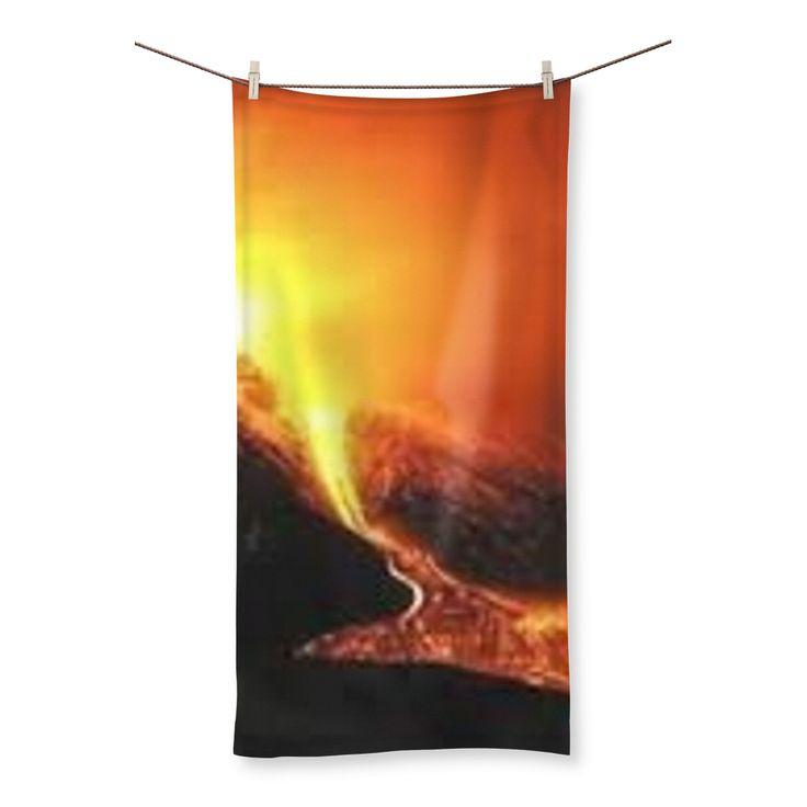 Telo da mare con rovente stampa del monte Etna, per bruciacchiarsi ancora di più durante questa rovente estate. Questo telo è realizzato con cotone puro super-m