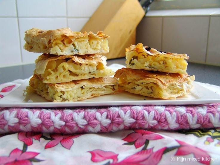 Makarnalı börek (makkelijke börek met farfalle)