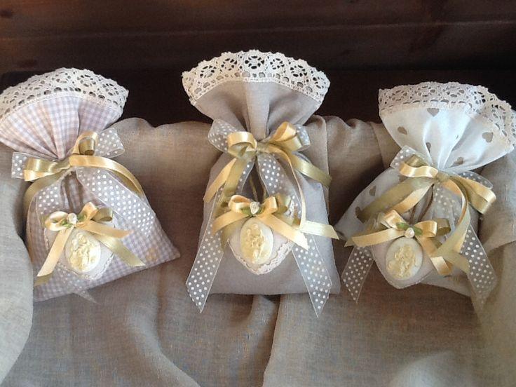 Sacchetti con medaglione..in marmorina al profumo di lavanda