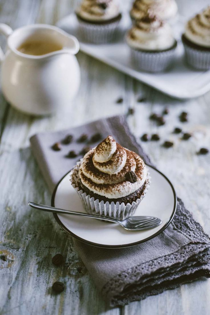 I cupcake al cappuccino sono una merenda prelibata, una colazione energetica, un dolcetto che farà innamorare tutti già per come si presenta!