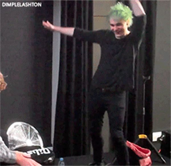 Michael+Clifford+dancing+GIF - Sugarscape.com