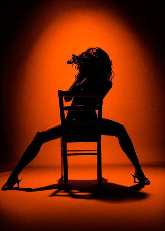 Танец со стулом эротический 2