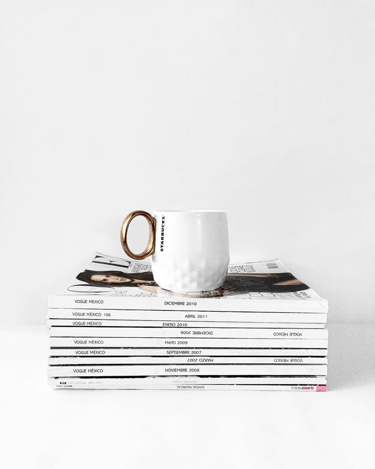 Old Coffee Table Books: Best 25+ Stack Of Books Ideas On Pinterest