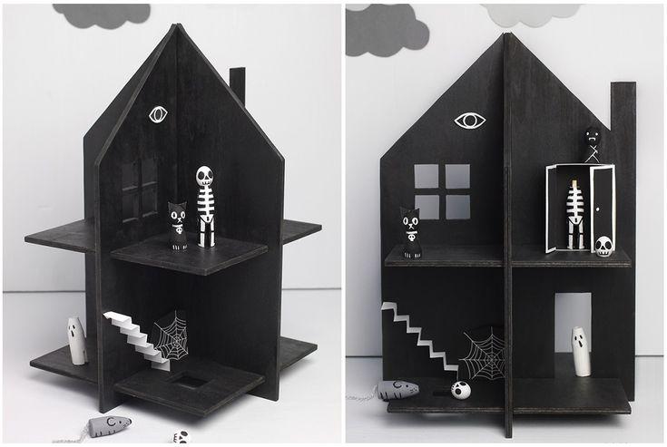"""Если ваши детишки не из трусливых, то уверена, что и сейчас """"дом с приведениями"""" станет их любимой игрушкой. Впрочем, шаблон этого домика вполне универсален, так что вы легко можете придумать и что-то свое."""