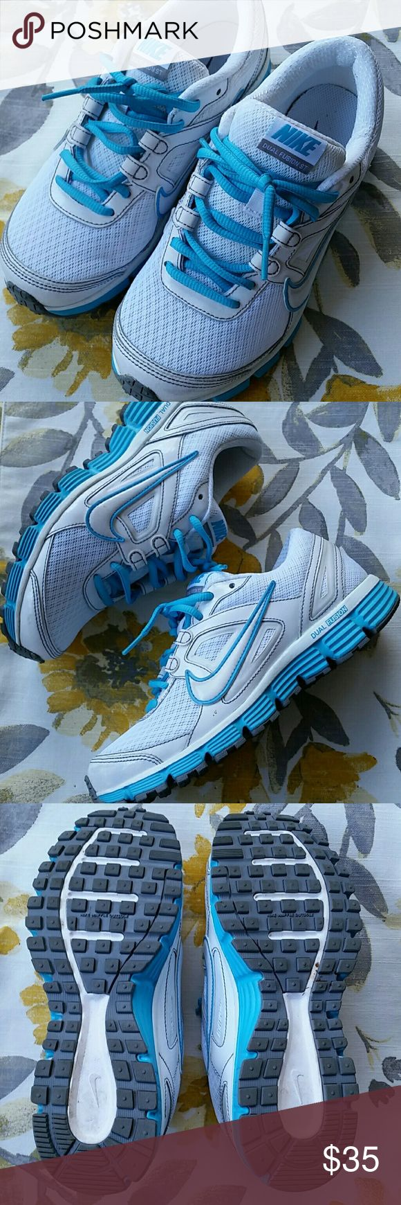 💕 Nike Dual Fusion Size 6.5 Like new in perfect condition  White/Blue Nike Shoes Athletic Shoes