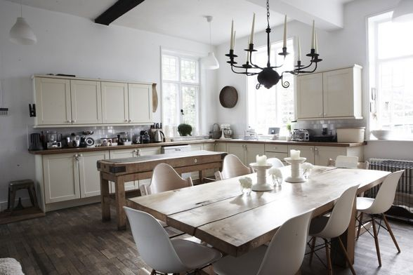 Big open kitchen with island bench and dining table.: Kitchen Styles, Kitchens Dining Rooms, Appetizing Kitchens, Kitchen Inspiration, Kitchen, Kitchen Ideas, Open Kitchens, White Kitchens
