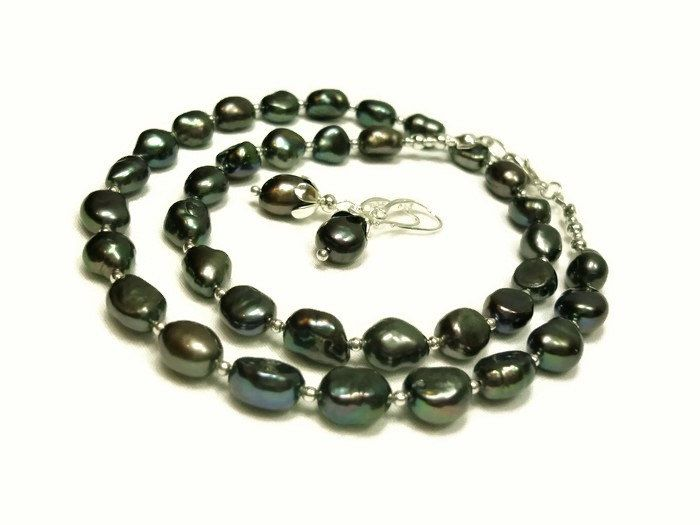 Black freshwater pearl necklace, earrings set. by Gemissima on Etsy