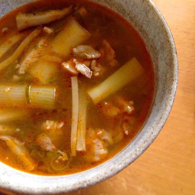 ちゃりたんちのバァ様の真心ネギを頂きましたので… ネギ丸押しのスープで堪能(((o(*゚▽゚*)o))) - 29件のもぐもぐ - 絶品❗️焼きネギのトムヤム風味旨辛スープ(=´∀`)人(´∀`=) by こなちゅん