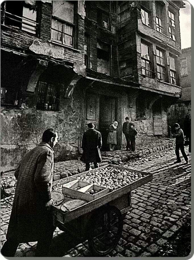 Ara Güler. Zeyrek ,  got its name from the mosque of Zeyrek.   Fatih district of Istanbul, 1959