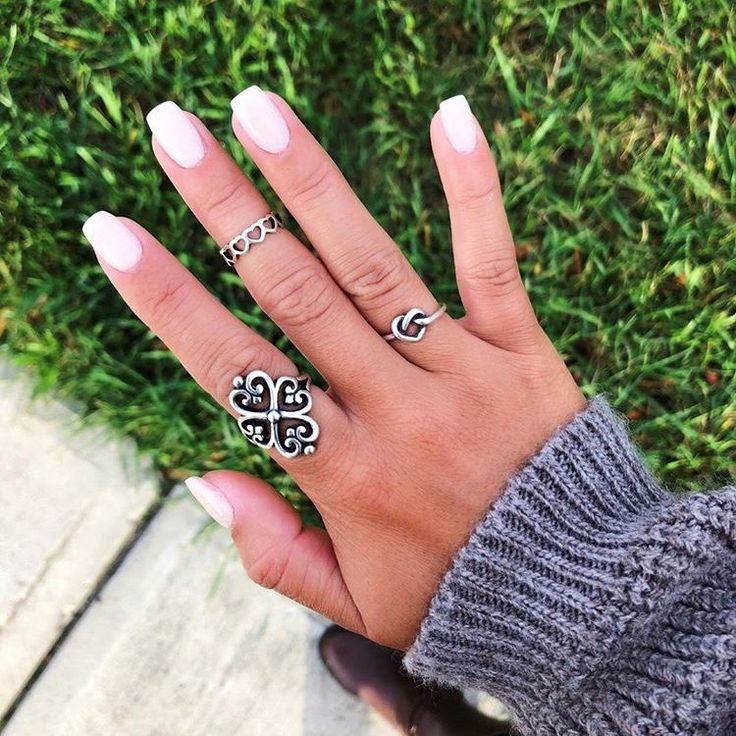 We're ready for sweater weather with this bright #manimonday from @sofiaarincon! Share your mani and favorite James Avery jewelry with #myjamesavery. #regram