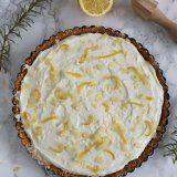 Recept voor een heerlijke Italiaanse Limoncello mascarpone taart. Met een bodem van amaretti koekjes uit het Delicous Magazine.