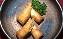 Comida japonesa: veja receita de harumaki de camarão e de legumes. Rolinho primavera de camarão é feito com alho-poró.