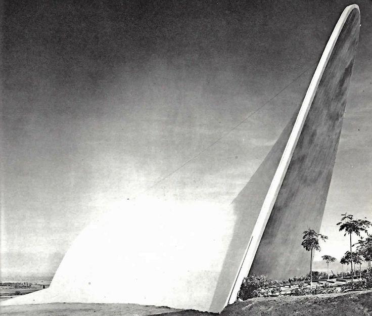 La capilla de Palmira, Las Lomas de Cuernavaca, Morelos, México 1959   Arqs. Guillermo Rosell, Manuel Larrosa, y Felix Candela -  The open air chapel of Palmira, , Las Lomas de Cuernavaca, Morelos, Mexico 1959
