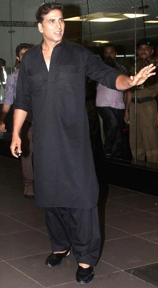 Akshay Kumar at Mumbai airport #Bollywood #Style #Fashion