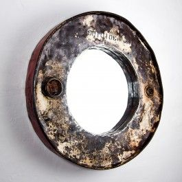 Die nachhaltigste Art in den Spiegel zu sehen. Der Recycling Spiegel von RUHM Design aus einem gebrauchten Ölfass. Jeder Spiegel ist ein Unikat und wird zum absoluten Hingucker in deiner Wohnung.Farbe: trash lookDurchmesser außen: 58 cm Durchmesser Spiegelfläche: 34 cm Tiefe: 10 cm
