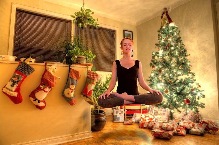 """Wir sind schon in der Mitte der Weihnachtssaison und es ist nicht so leicht die Finger von den Leckereien zu lassen. Man soll die Schlemmereien abtrainieren um die Figur zu halten. Hier könnt Ihr Tipps von Achim Achilles lesen und berücksichtigen! Wir wünschen euch einen guten Start in die neue Woche."""""""