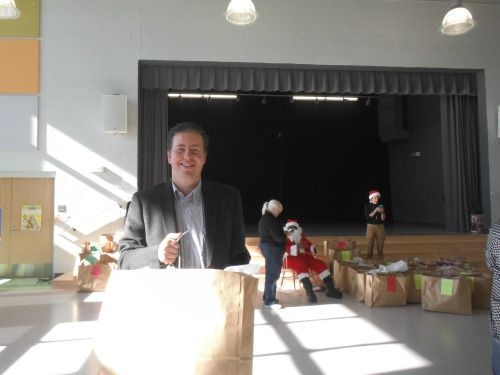Evan Guthrie Law Firm assisted the Chicora Elementary School of Communications Christmas Project giving a gift bag to every student at the school in North Charleston, SC on Thursday December 15, 2016. #school #Christmas #elementary #elementaryschool #santa #presents #fun #lawyer #donate #volunteer #money #business #education #charleston #southcarolina #gifts #holiday #give #giveback #community