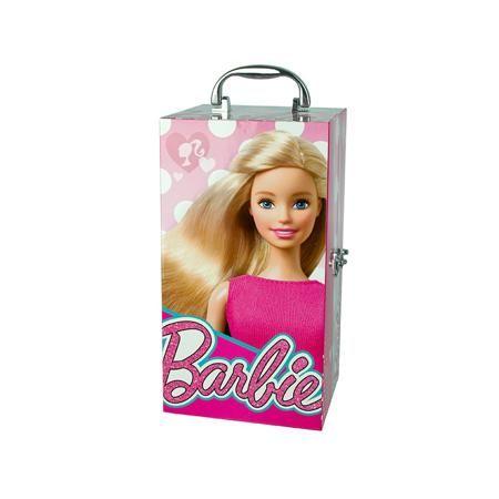 """Markwins Набор детской декоративной косметики  — 3499р. -------- Набор детской декоративной косметики в кейсеиз серии """"Barbie"""" марки Markwins. Качественная детская декоративная косметика """"Markwins"""" создана с соблюдением самых высоких европейских стандартов безопасности. Продукция не содержит вредных для нежной детской кожи веществ. Лаки из набора изготовлены на водной основе - они легко смываются и не повреждают ногти. Упаковка выполнена в видегламурного чемоданчика в стиле """"Barbie"""". В…"""