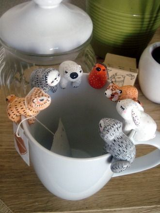 Attache-thé personnalisable oMamaWolf figurine en porcelaine froide : Vaisselle, verres par omamawolf