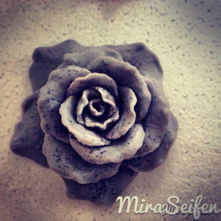 Schwartz rosa siyah gül black rose seife butik sabun hediyeliksabun sevgililer günü valentinstag 14 şubat