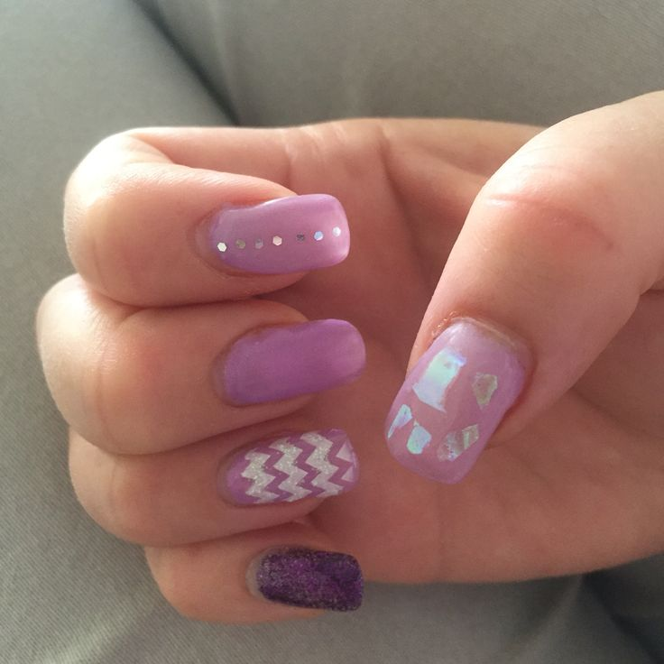Lilac Spring gel nails