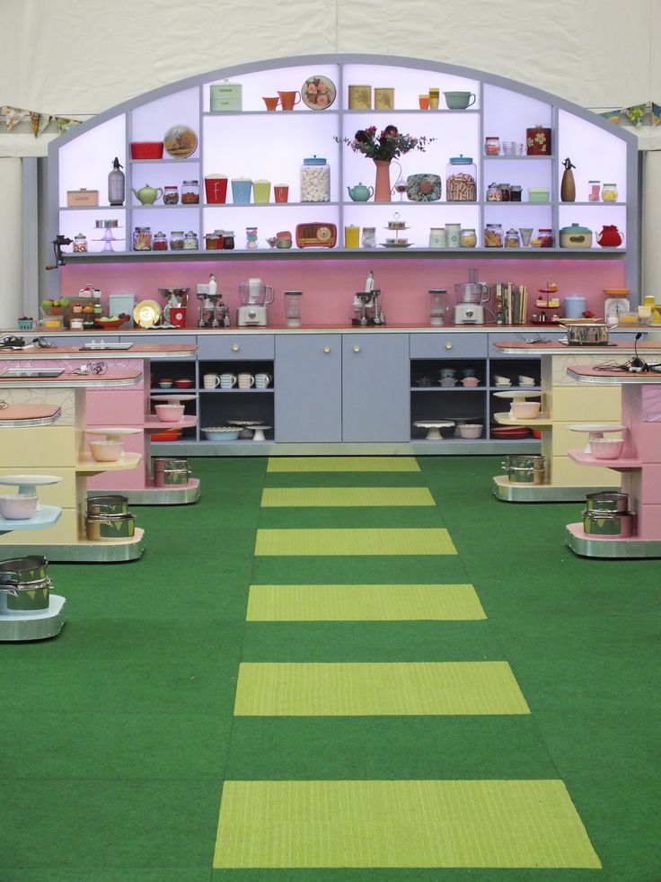 The fantastic back wall of the Bake Off Tent... So retro, so perfect!