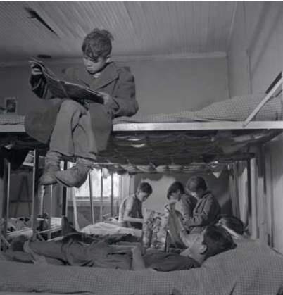 Niños huérfanos de la Fundación Mi Casa, Marcos Chamudes, 1950