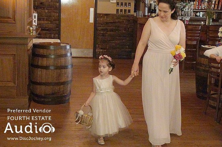 Adorable! http://www.discjockey.org/real-chicago-wedding-august-14-2016/