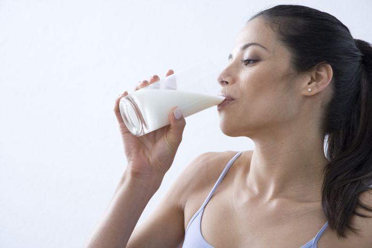 Günde 3 bardak süt, ihtiyacınız olan kalsiyum ve vitamini, potasyumu ve A ve B12 vitaminlerini karşılamaya yardımcı olur.