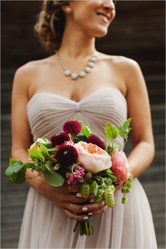 maroon and peach bouquet @weddingchicks