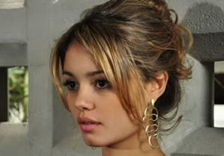 Resultado de imagem para penteados femininos cabelos medios