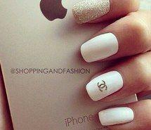 Inspirant de l'image pomme, beauté, Chanel, sensa, savon, mode, iphone, manucure, mode vestimentaire, art unguéal, ongles, agréable, style, swag, blanc #2935205 par KSENIA_L - Résolution 499x486px - Trouver l'image à votre goût