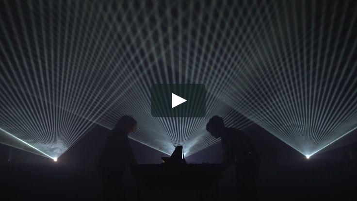 Walter Dean réunit le compositeur Jean-Baptiste Cognet et Guillaume Marmin, artiste plasticien. À contre-jour, le duo livre un live aux allures de…