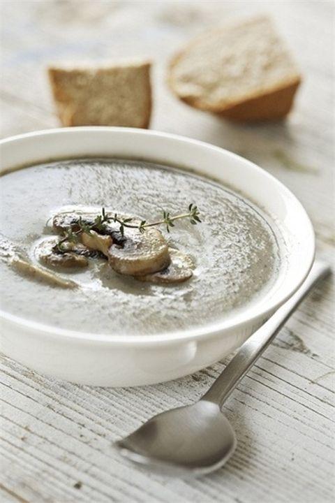 Грибной крем-суп с гренками Что нужно:Грибной крем-суп с гренкамиГрибной крем-суп с гренкамиморковь – 1 шт.картофель – 4 шт.сливки густые – 3 ст. л.перец – по вкусушампиньоны .....