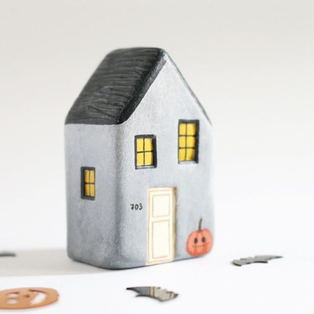 ▫▫▫▫▫▫▫▫▫▫▫▫▫▫▫ Today's update is now live! I hope you like this batch, because these 8 houses are the last Halloween houses for the year. Also, I will be taking a short break from modelling until november 7th because of exams. Yikes! I'll make it up to you with an extra special batch that will be available november 9th ☺ ▫▫▫▫▫▫▫▫▫▫▫▫▫▫▫▫▫▫▫ ¡La tanda de hoy ya está colgada en la tienda! Espero que os guste, porque estas ocho casitas son las últimas casitas de Halloween que haré este año…