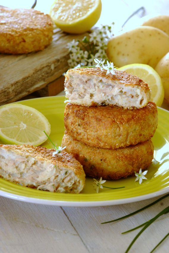 Tasty Tuna & Chive Fishcakes: tuna is such a versatile pantry item – why not use those tins in your cupboard to prepare these tasty #fishcakes – great to use as a #lunchbox left-over too!