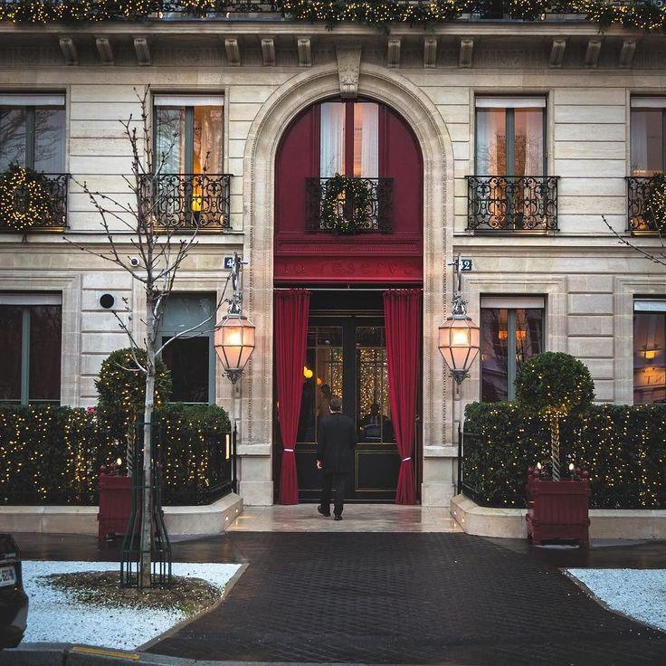 I think there should be more places with lights like this #topeuropephoto #topparisphoto #topfrancephoto #gf_france #pariscartepostale #IgersParis #francevacations #parisjetaime #parismaville #igersfrance #ig_paris #pariscityvision #sky #super_france #visitlafrance #LOVES_FRANCE_ #paris #sunrise #Geo_plc #paris #hello_france #france4dreams #morelights #hello_worldpics #architecture #winter #Xmas #hotelentrance