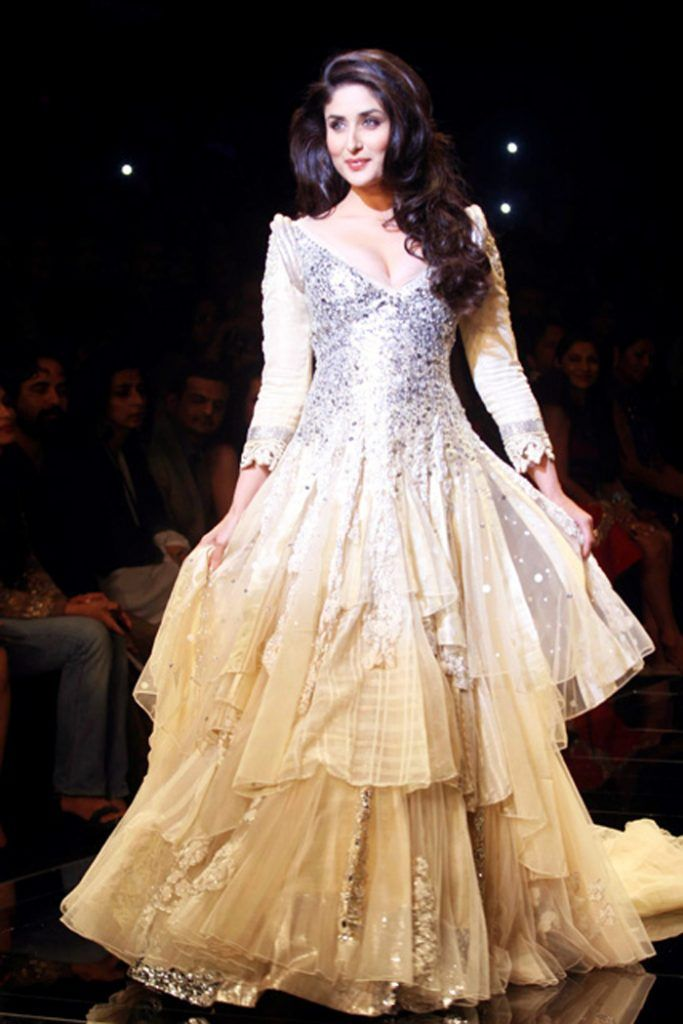 Indian Actress Kareena Kapoor Lakme India Fashion Show Designer Manish Malhotra