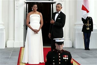 U.S. first lady Michelle Obama and U.S. President Barack Obama wait for the arrival of Prime Minister Lee Hsien Loong of Singapore and his wife Ho Ching on the North Portico of the White House August 2, 2016 in Washington, DC. The Obamas are hosting the prime minister and his wife for an official state dinner.