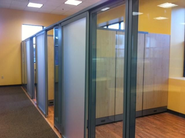 Sapphire 7 39 h glass solid walls sliding doors cubicles Office partition walls with doors