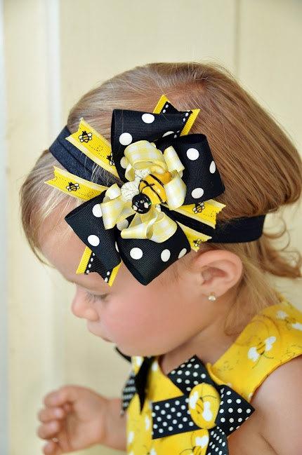 Girls toddler Bumble Bee Hair Bow. $17.99, via Etsy.