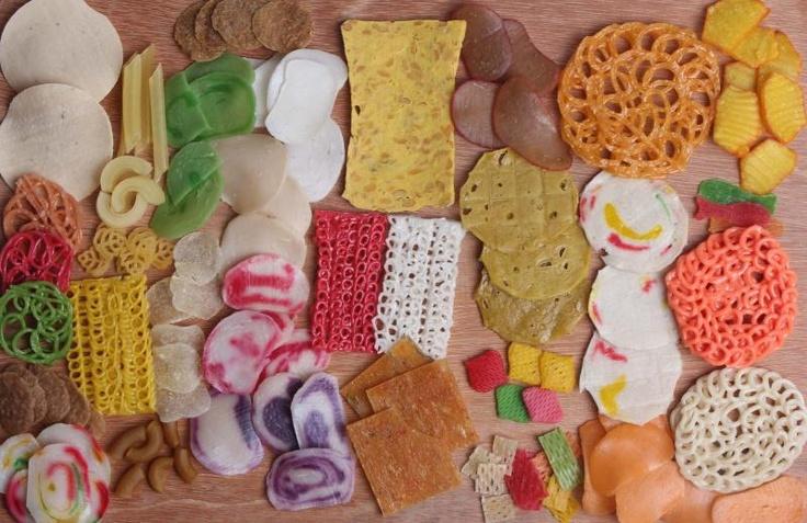 Krepek dan krupuk   crackers and crackers   Mentah   raw.