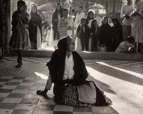 Herbert List :: Peasant in adoration. Totanico, Mexico, 1958
