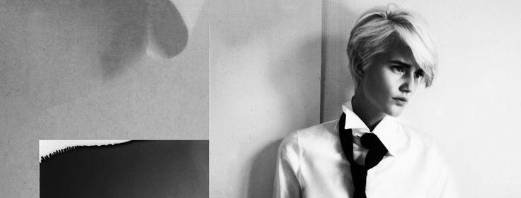Styliste franco-brésilienne, Anne Fontaine revisite le chemisier blanc pour en faire un essentiel féminin. Ses créations, qu'elle décline à présent dans d'autres coloris et motifs, incarnent l'élégance parisienne.  http://www.lavalleevillage.com/fr/marques/item/anne-fontaine